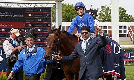 Saeed bin Suroor with Farhh and Silvestre de Souza after the Lockinge Stakes